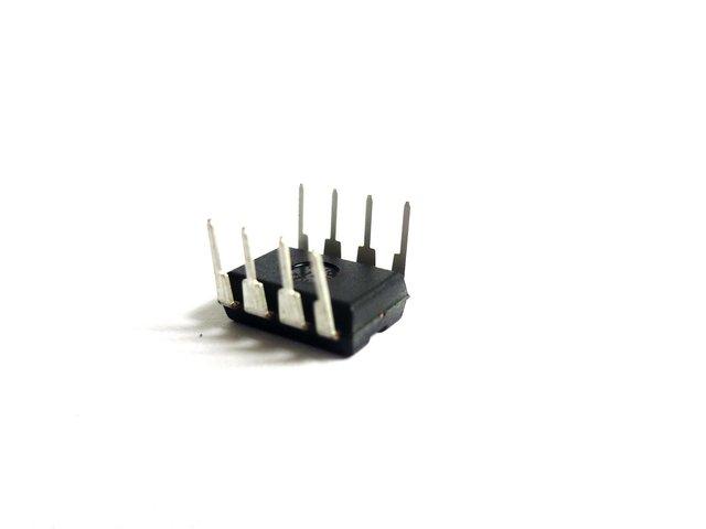 mpne400042e-ic-24c08-eeprom-fuer-dj-head-575-MainBild
